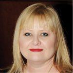 Headshot Vikki Petraitis